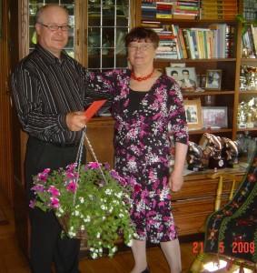 Puheenjohtaja Pekka, Salme ja yhdistyksen keväinen kukkaistervehdys